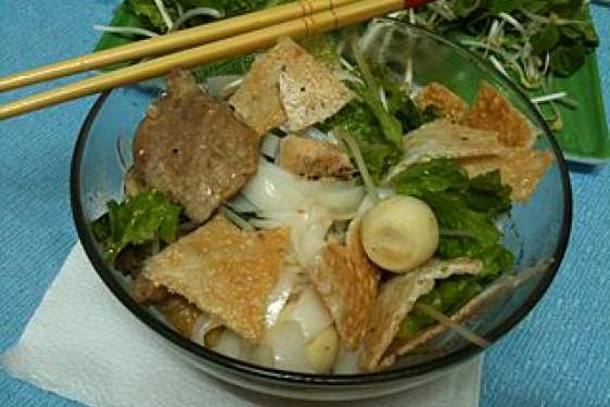 noodle soup with greens, beef and quail eggs