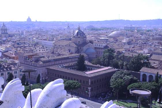wide photo of Rome, with St. Peter's and the pantheon in the distance